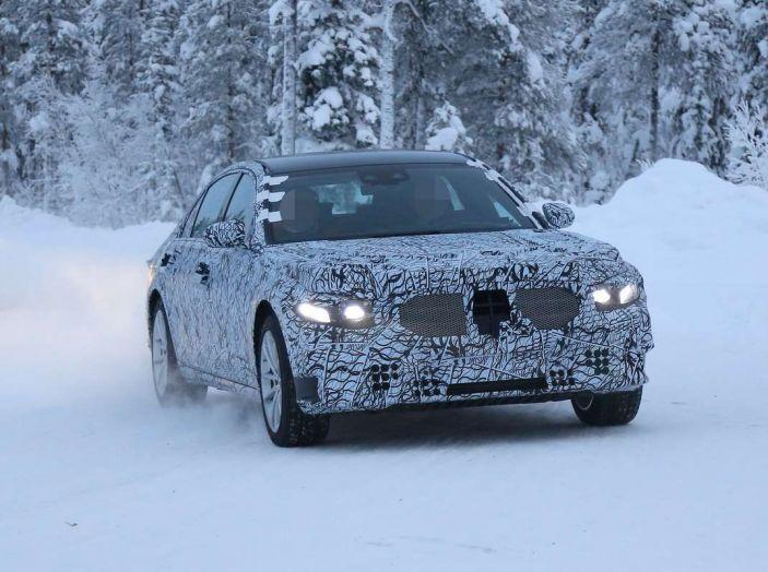 Mercedes Classe S, la nuova generazione impegnata nei test drive - Foto 11 di 17
