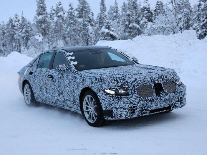 Mercedes Classe S, la nuova generazione impegnata nei test drive - Foto 4 di 17