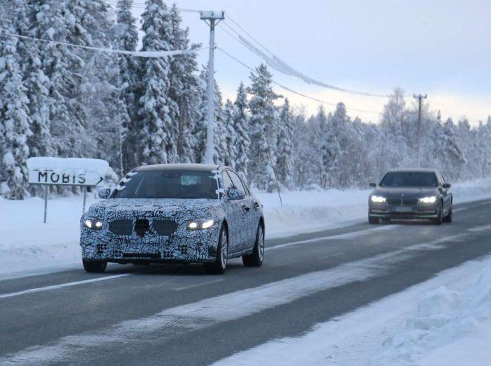 Mercedes Classe S, la nuova generazione impegnata nei test drive - Foto 8 di 17
