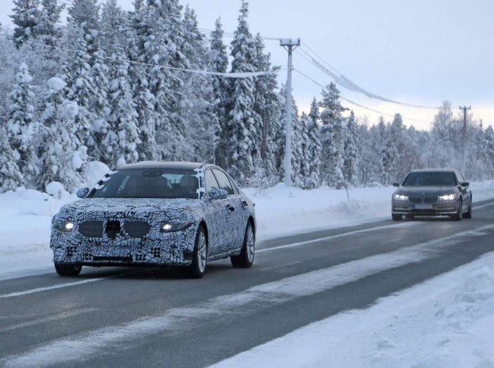 Mercedes Classe S, la nuova generazione impegnata nei test drive - Foto 10 di 17
