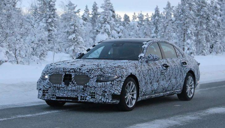 Mercedes Classe S, la nuova generazione impegnata nei test drive - Foto 1 di 17
