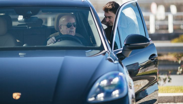 Porsche Cayenne 2018, prova su strada: la terza generazione allo stato dell'arte - Foto 19 di 44