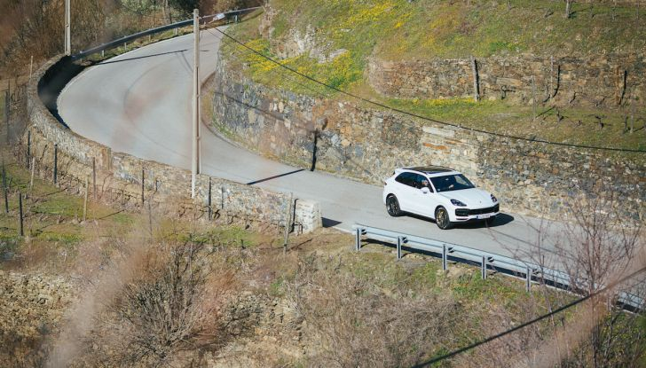 Porsche Cayenne 2018, prova su strada: la terza generazione allo stato dell'arte - Foto 21 di 44