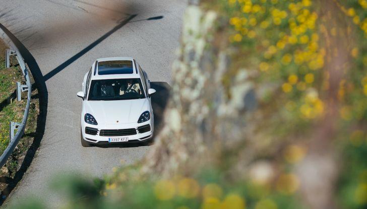 Porsche Cayenne 2018, prova su strada: la terza generazione allo stato dell'arte - Foto 23 di 44