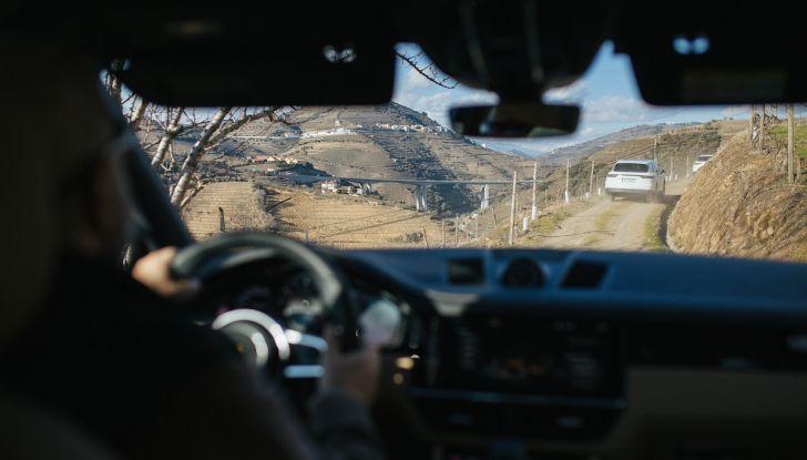 Porsche Cayenne 2018, prova su strada: la terza generazione allo stato dell'arte - Foto 28 di 44