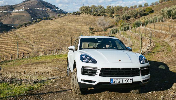 Porsche Cayenne 2018, prova su strada: la terza generazione allo stato dell'arte - Foto 29 di 44