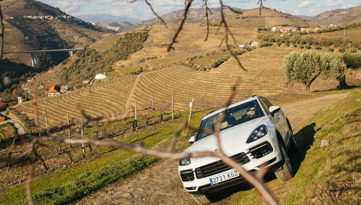 Porsche Cayenne 2018, prova su strada: la terza generazione allo stato dell'arte - Foto 30 di 44