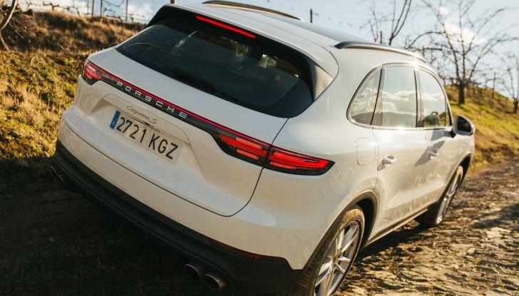 Porsche Cayenne 2018, prova su strada: la terza generazione allo stato dell'arte - Foto 31 di 44
