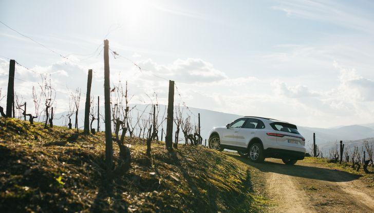 Porsche Cayenne 2018, prova su strada: la terza generazione allo stato dell'arte - Foto 35 di 44