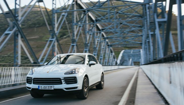 Porsche Cayenne 2018, prova su strada: la terza generazione allo stato dell'arte - Foto 37 di 44