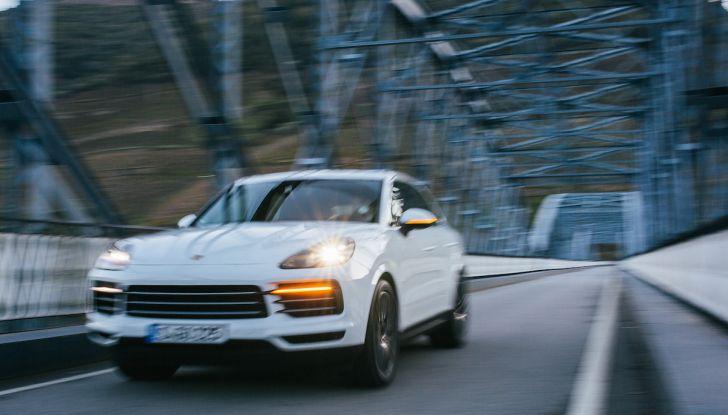 Porsche Cayenne 2018, prova su strada: la terza generazione allo stato dell'arte - Foto 2 di 44