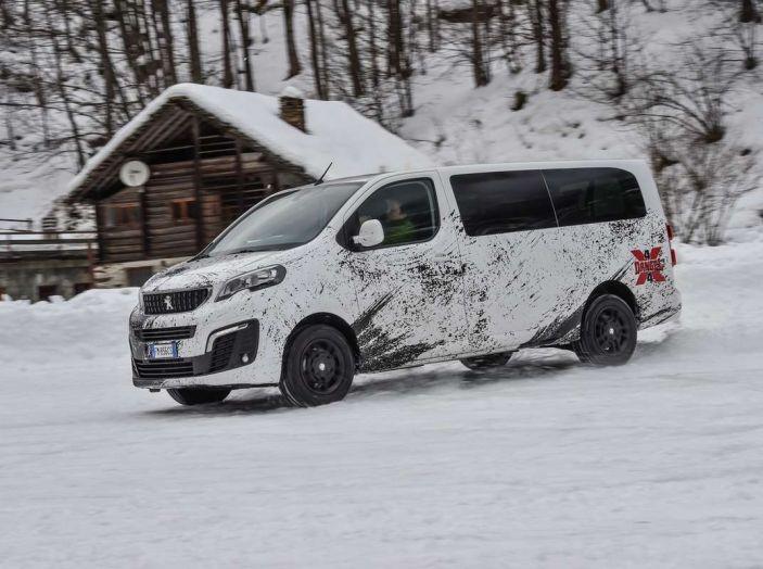 Peugeot Traveller Traction Control, il multispazio con trazione integrale - Foto 2 di 9