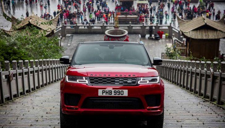 Range Rover Sport PHEV, il SUV ibrido plug-in scala la Porta del Cielo - Foto 2 di 9