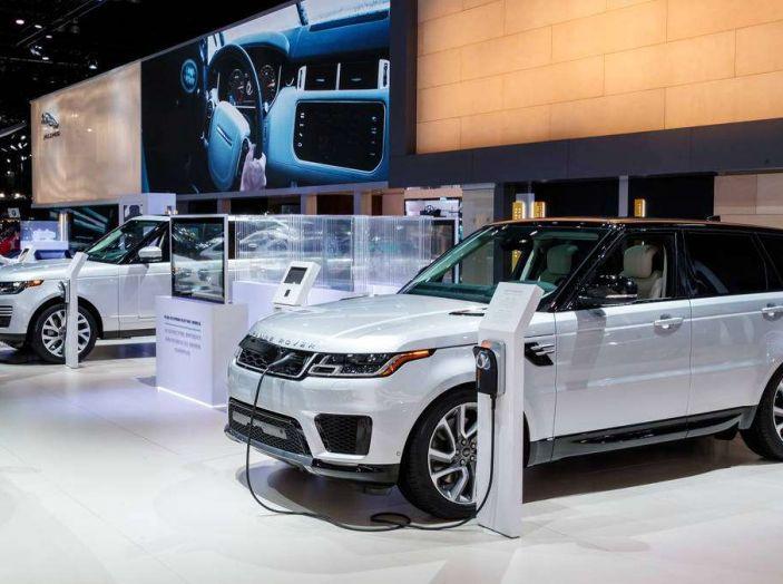 Range Rover Sport PHEV, il SUV ibrido plug-in scala la Porta del Cielo - Foto 4 di 9