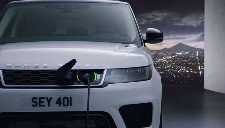Range Rover Sport PHEV, il SUV ibrido plug-in scala la Porta del Cielo - Foto 5 di 9
