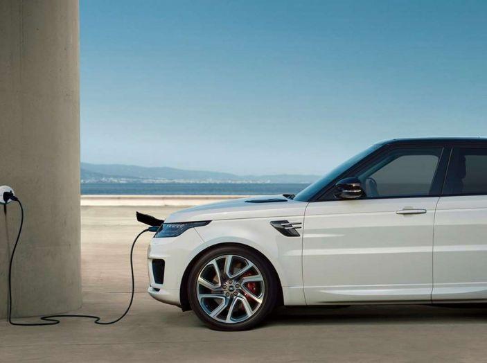 Range Rover Sport PHEV, il SUV ibrido plug-in scala la Porta del Cielo - Foto 7 di 9