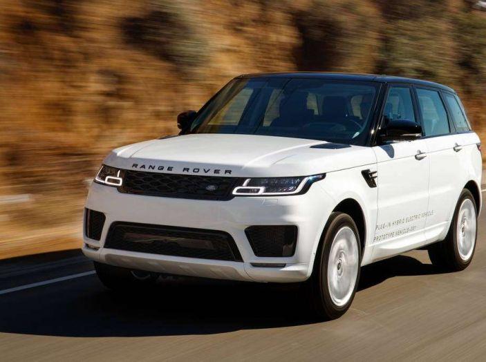Range Rover Sport PHEV, il SUV ibrido plug-in scala la Porta del Cielo - Foto 8 di 9