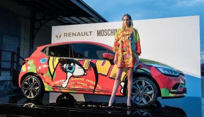 Renault Clio veste Moschino per l'aperitivo milanese