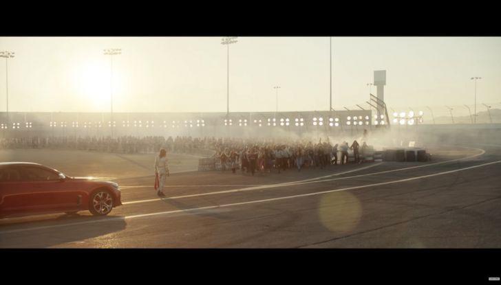 Kia Stinger 2018: Steven Tyler ed Emerson Fittipaldi nello spot del Super Bowl - Foto 14 di 15