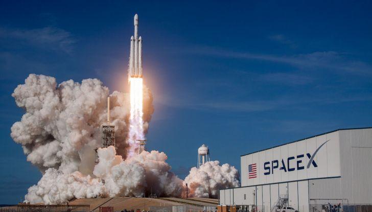 Elon Musk di Tesla, entro un anno ci saranno un milione di vetture autonome - Foto 2 di 14