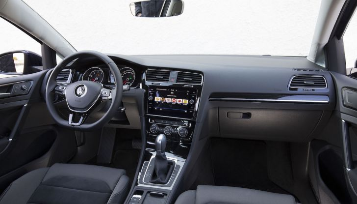 [VIDEO] Prova Volkswagen Golf TGI: La Strada in Streaming! - Foto 30 di 33