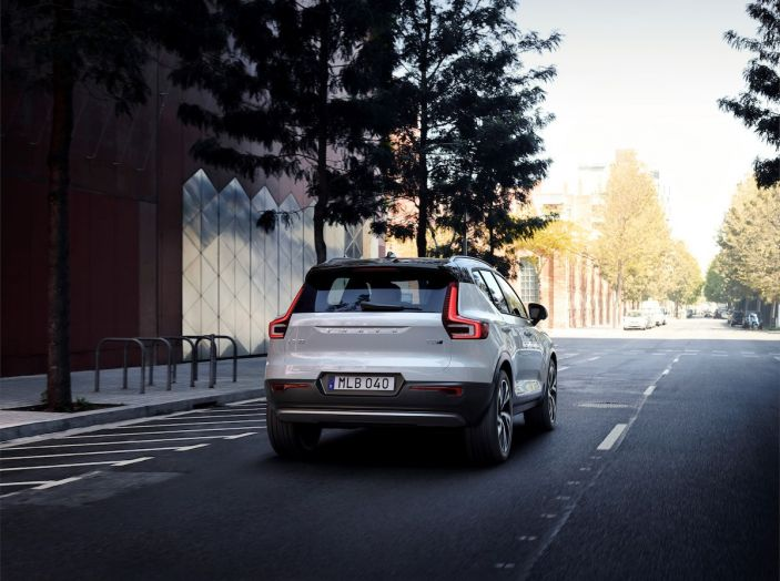 Volvo XC40 2018, prova su strada del SUV compatto svedese - Foto 32 di 51