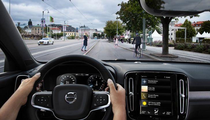 Volvo XC40 2018, prova su strada del SUV compatto svedese - Foto 15 di 51
