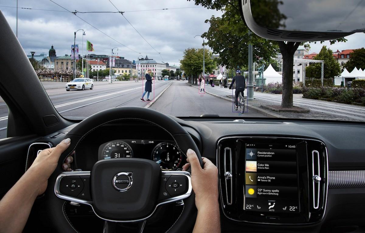 Volvo XC40 e il City Safety