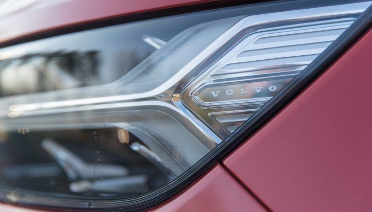 Volvo XC40 2018, prova su strada del SUV compatto svedese - Foto 2 di 51
