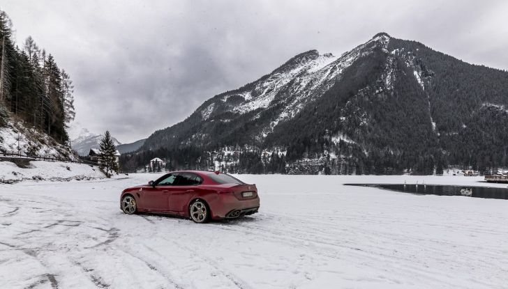 Prova su strada Alfa Romeo Giulia Quadrifoglio, la macchina perfetta! - Foto 19 di 48