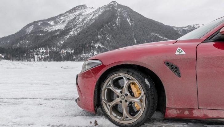 Prova su strada Alfa Romeo Giulia Quadrifoglio, la macchina perfetta! - Foto 22 di 48