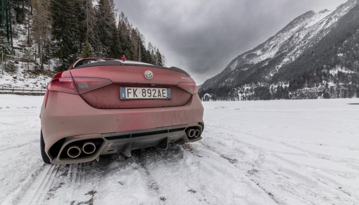 Prova su strada Alfa Romeo Giulia Quadrifoglio, la macchina perfetta! - Foto 23 di 48