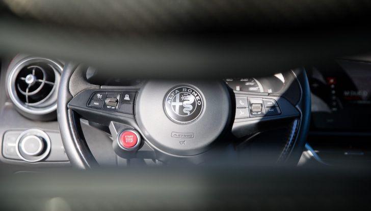 Prova su strada Alfa Romeo Giulia Quadrifoglio, la macchina perfetta! - Foto 8 di 48
