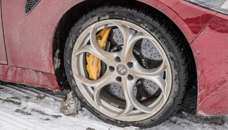 Prova su strada Alfa Romeo Giulia Quadrifoglio, la macchina perfetta! - Foto 24 di 48