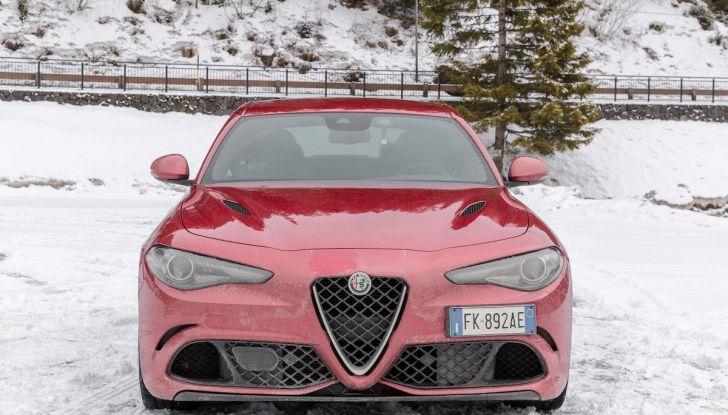 Prova su strada Alfa Romeo Giulia Quadrifoglio, la macchina perfetta! - Foto 2 di 48