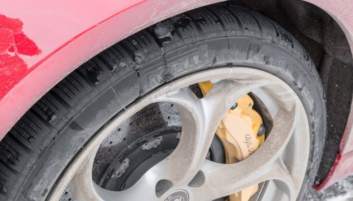 Prova su strada Alfa Romeo Giulia Quadrifoglio, la macchina perfetta! - Foto 26 di 48