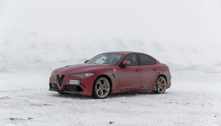 Prova su strada Alfa Romeo Giulia Quadrifoglio, la macchina perfetta! - Foto 31 di 48