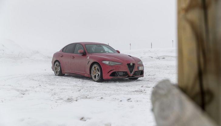 Prova su strada Alfa Romeo Giulia Quadrifoglio, la macchina perfetta! - Foto 32 di 48