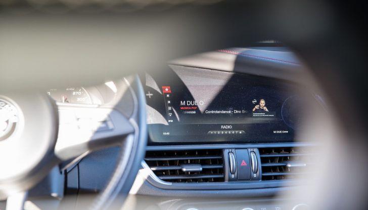 Prova su strada Alfa Romeo Giulia Quadrifoglio, la macchina perfetta! - Foto 10 di 48