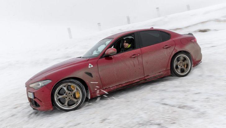 Prova su strada Alfa Romeo Giulia Quadrifoglio, la macchina perfetta! - Foto 34 di 48