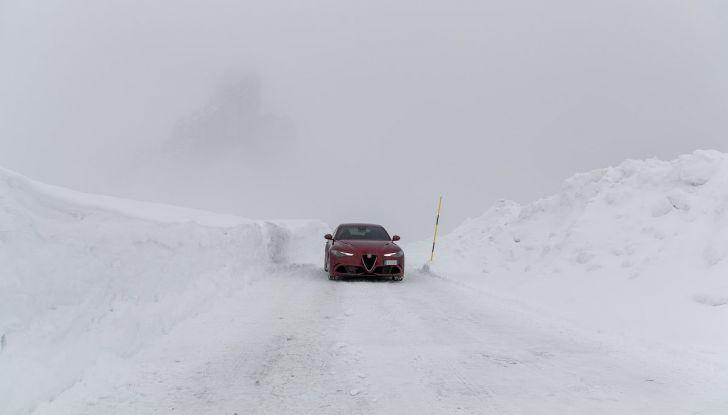 Prova su strada Alfa Romeo Giulia Quadrifoglio, la macchina perfetta! - Foto 35 di 48