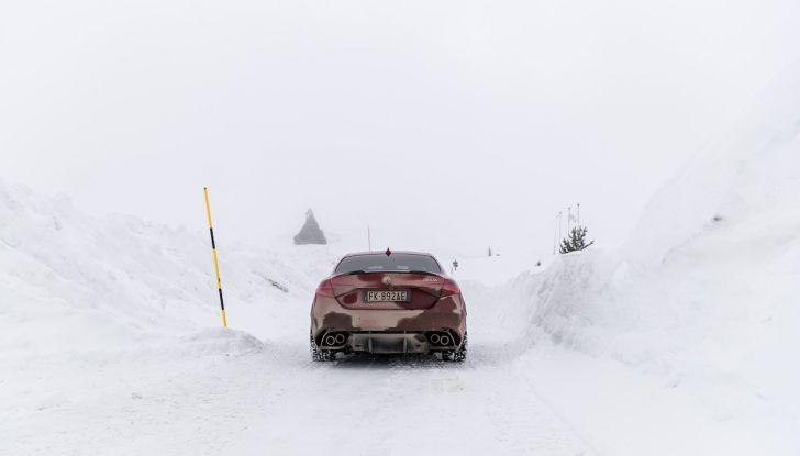 Prova su strada Alfa Romeo Giulia Quadrifoglio, la macchina perfetta! - Foto 37 di 48