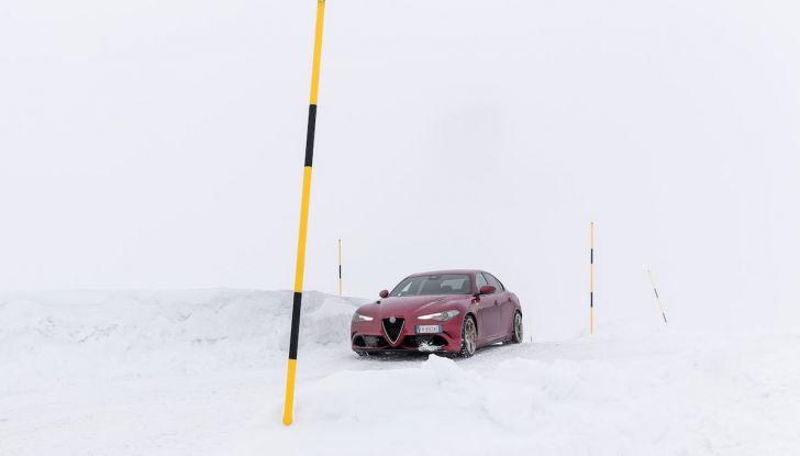 Prova su strada Alfa Romeo Giulia Quadrifoglio, la macchina perfetta! - Foto 39 di 48