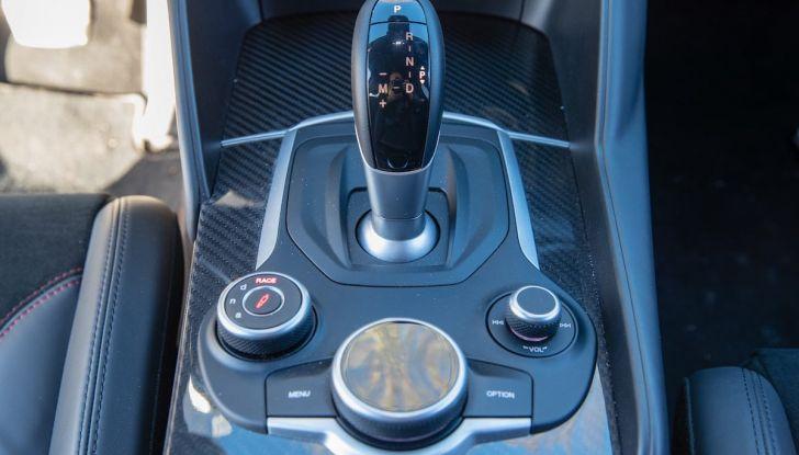 Prova su strada Alfa Romeo Giulia Quadrifoglio, la macchina perfetta! - Foto 11 di 48