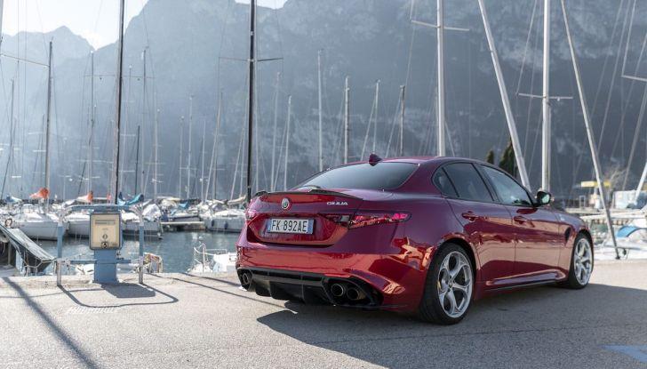 Prova su strada Alfa Romeo Giulia Quadrifoglio, la macchina perfetta! - Foto 42 di 48