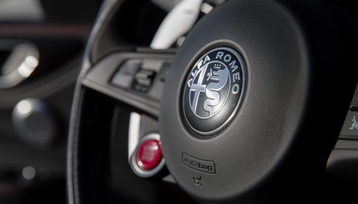 Prova su strada Alfa Romeo Giulia Quadrifoglio, la macchina perfetta! - Foto 12 di 48