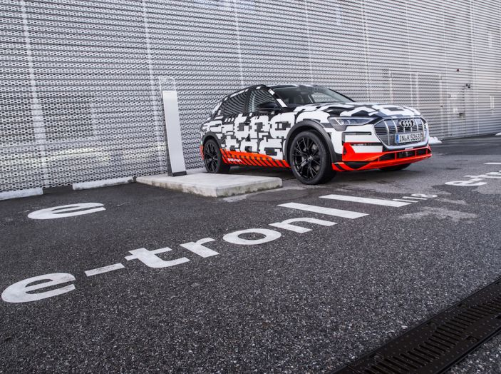 Audi e-tron, il SUV elettrico si prenota online - Foto 17 di 31