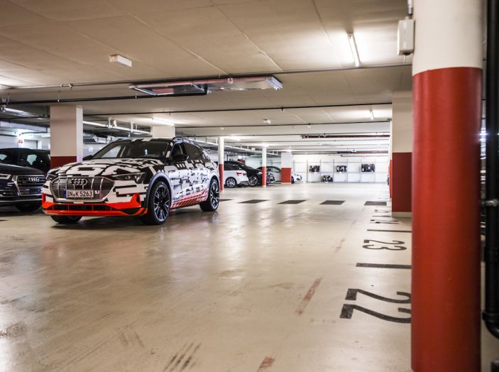 Audi e-tron, il SUV elettrico si prenota online - Foto 14 di 31