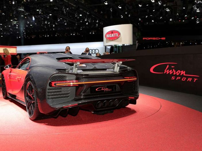 Bugatti Chiron Sport, la pista è il suo mestiere - Foto 19 di 20