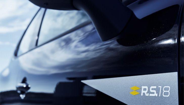 Renault Clio R.S. 18: la Hot Hatch da 220CV pronta a scendere in pista - Foto 13 di 20